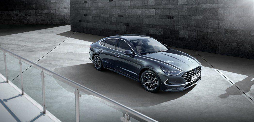 新世代Hyundai Sonata的外型看來更為優雅且動感。 摘自Hyundai