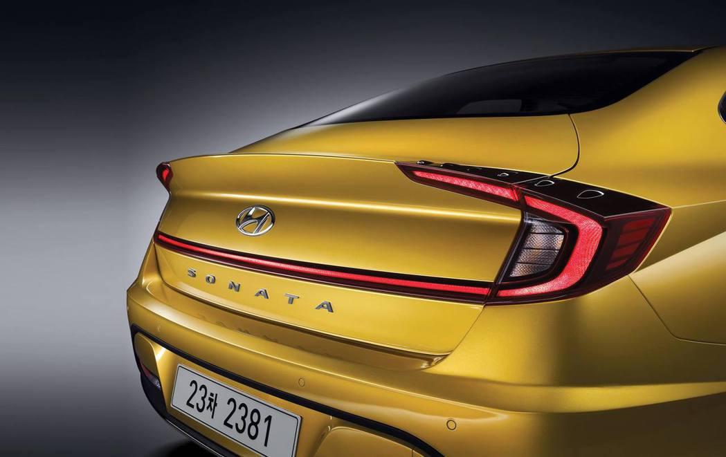 大幅度改變的尾燈設計是第八代Hyundai Sonata的一大看點。 摘自Hyundai