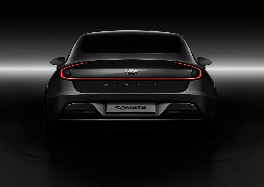 全新第八代Hyundai Sonata尾燈採用一體成形式設計。 摘自Hyundai