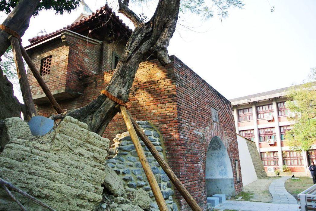 台南市小西門城從原址被遷到成大校園內,最近地方上又希望能遷回。圖/報系資料照