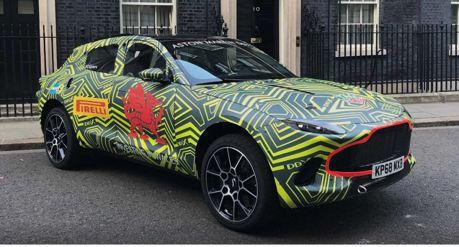 007未來的跨界座駕?Aston Martin DBX現身英國唐寧街!