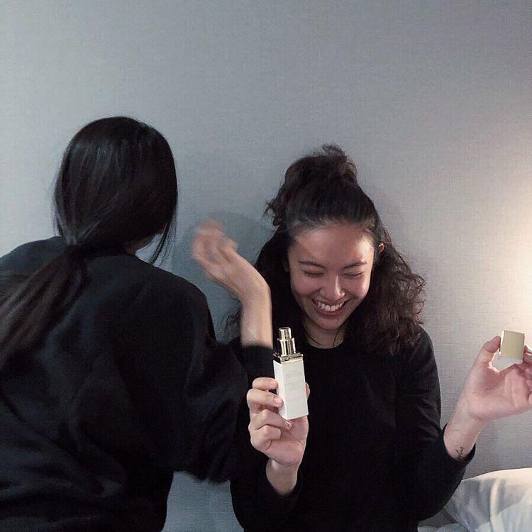 時尚攝影師余惟,最近愛上迪奧精萃再生光燦潤色BB霜,上妝超自然。 圖/摘自I...