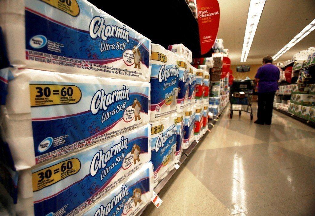 美國超市貨架上的衛生紙。圖/路透社
