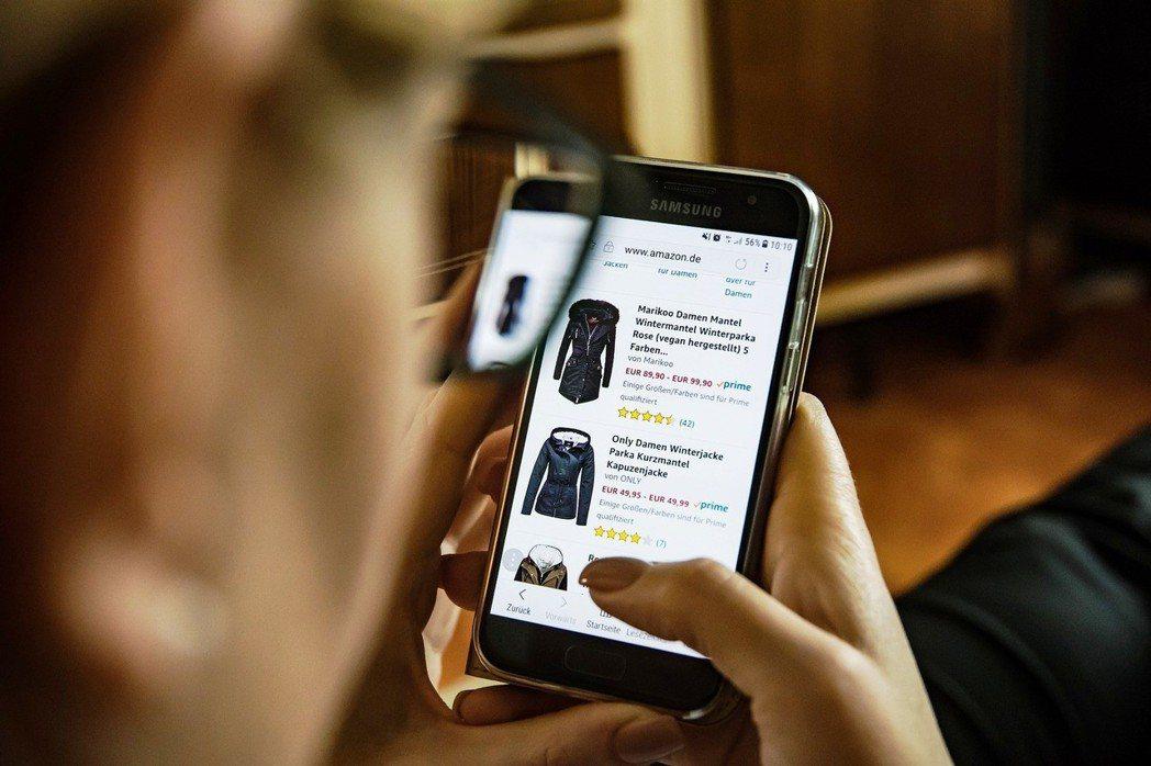 究竟線上購物留下的足跡比傳統零售業輕微,還是更嚴重?圖/pixabay