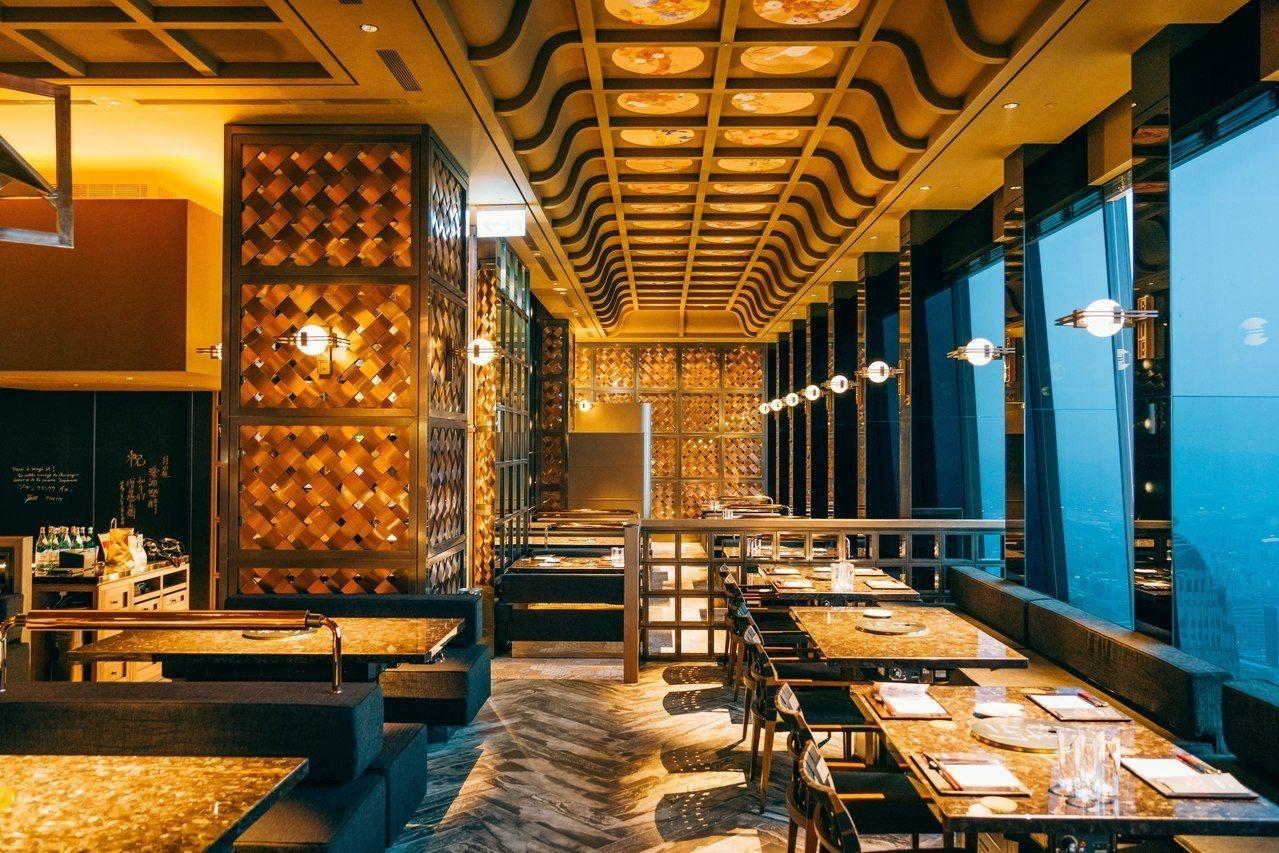 空間設計呼應大正時期,融合復古懷舊及當代華麗元素。