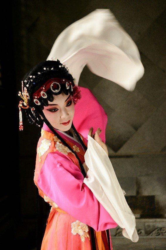 《潘金蓮》,一改過去《義俠記》由武松出發的詮釋角度,由呂佳飾演女主角潘金蓮,演員...