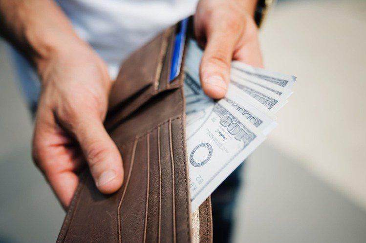 對於樣樣求公平的「天秤座」,在金錢用度上,可以掌握自己內心的平衡。圖/摘自 pe...