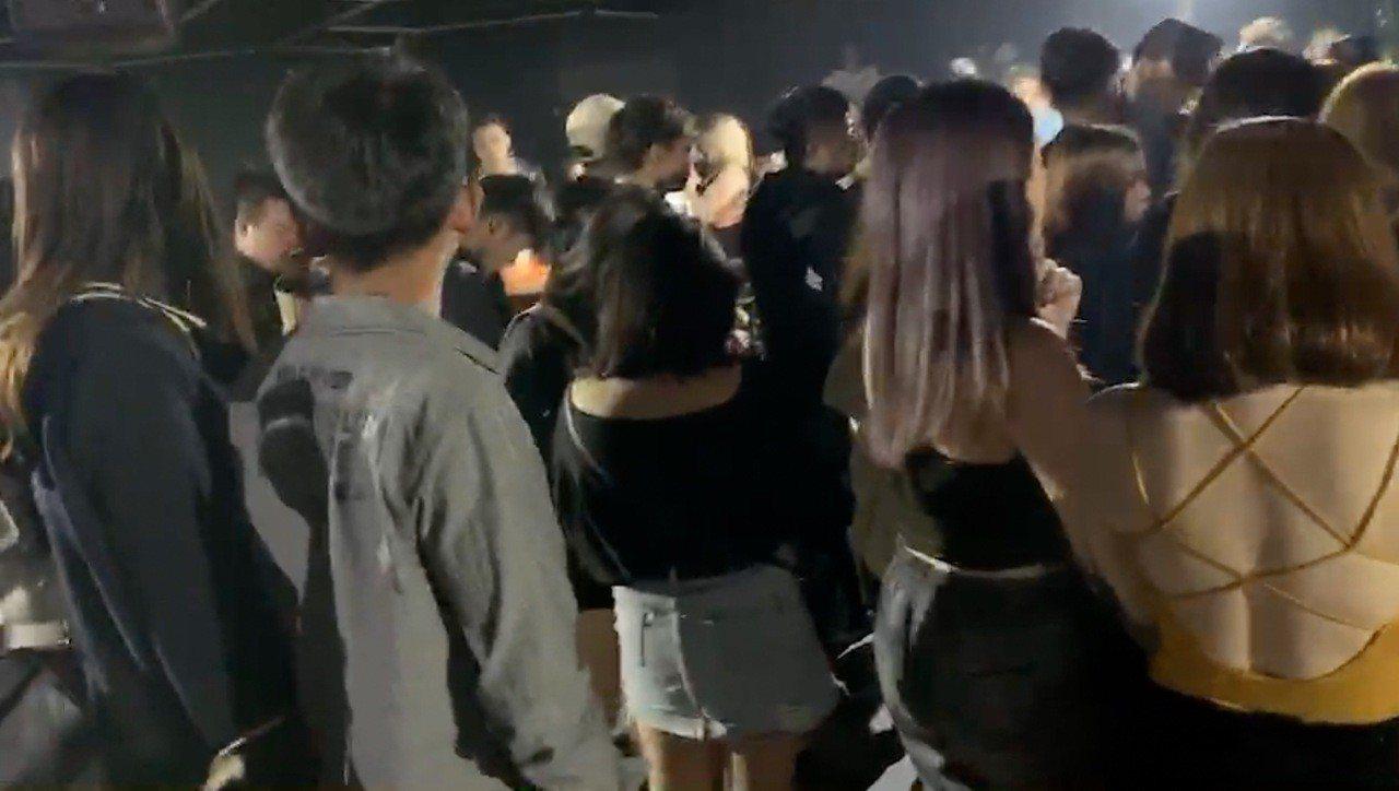台中市南屯區知名夜店X-CUBE因上月底傳出聚眾鬥毆事件,第四警分局今天凌晨規劃...