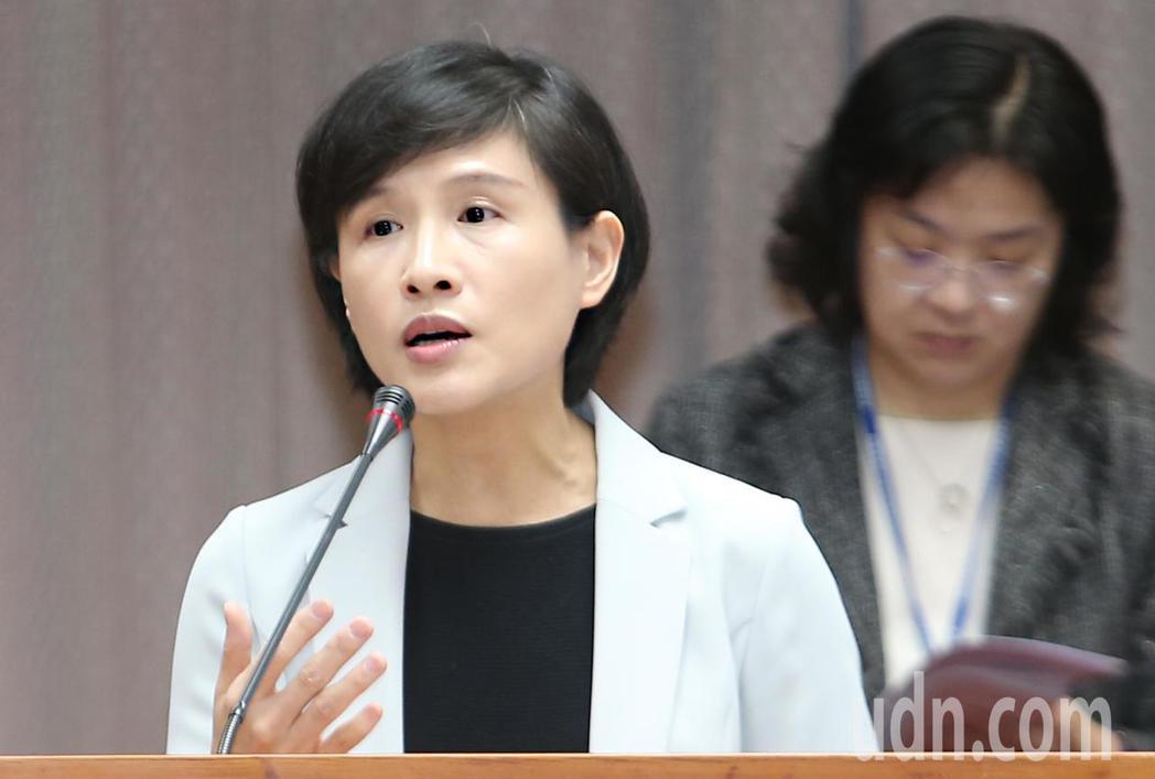 中正紀念堂爭議不斷,文化部長鄭麗君(左)上午在立法院表示,中正紀念堂確實是社會衝...