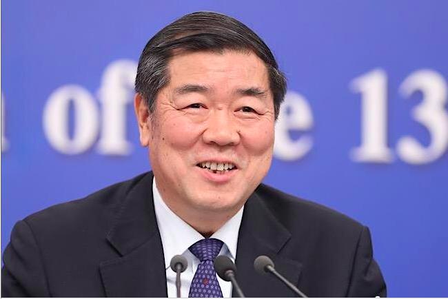 中共發改委主任何立峰上午認為,可以達到今年6-6.5%經濟成長的目標。(新浪微博...