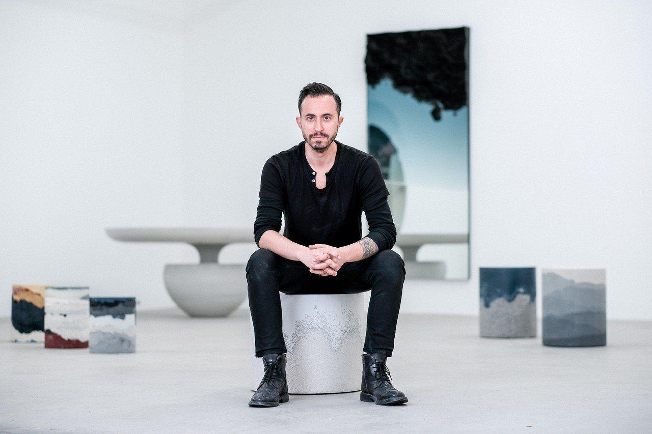 Fernando Mastrangelo攝於位於布魯克林的畫廊。圖/愛彼表提供