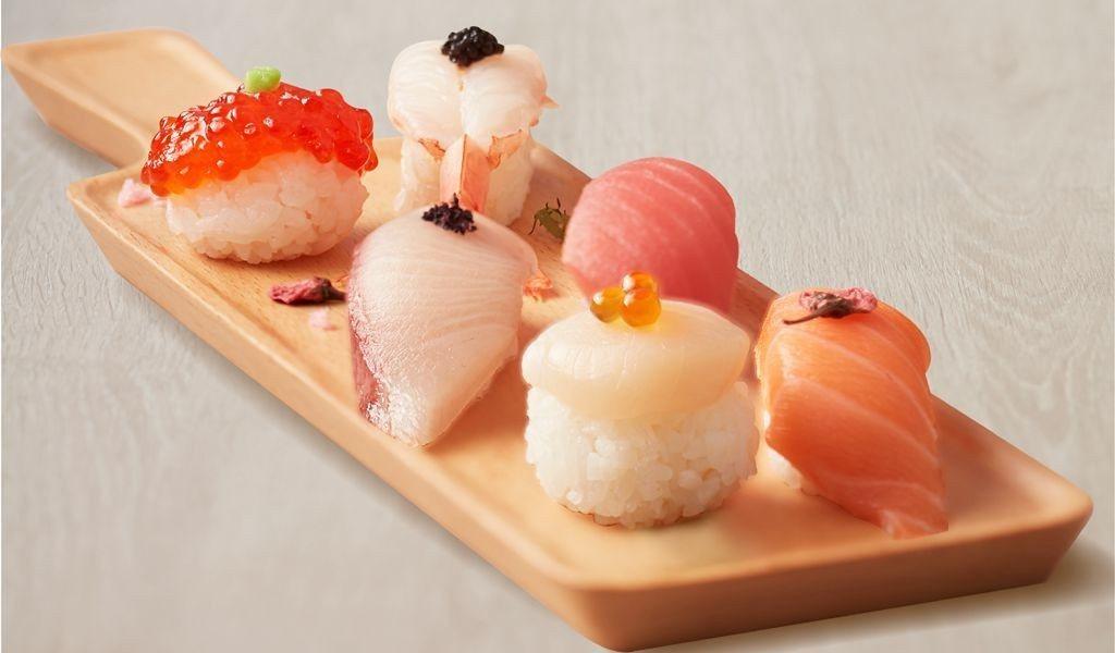 有鮭魚、鮪魚、鮭魚筋子、紫蘇鰤魚等六種創意握壽司的「花見鮮彩盛」,每份180元。...