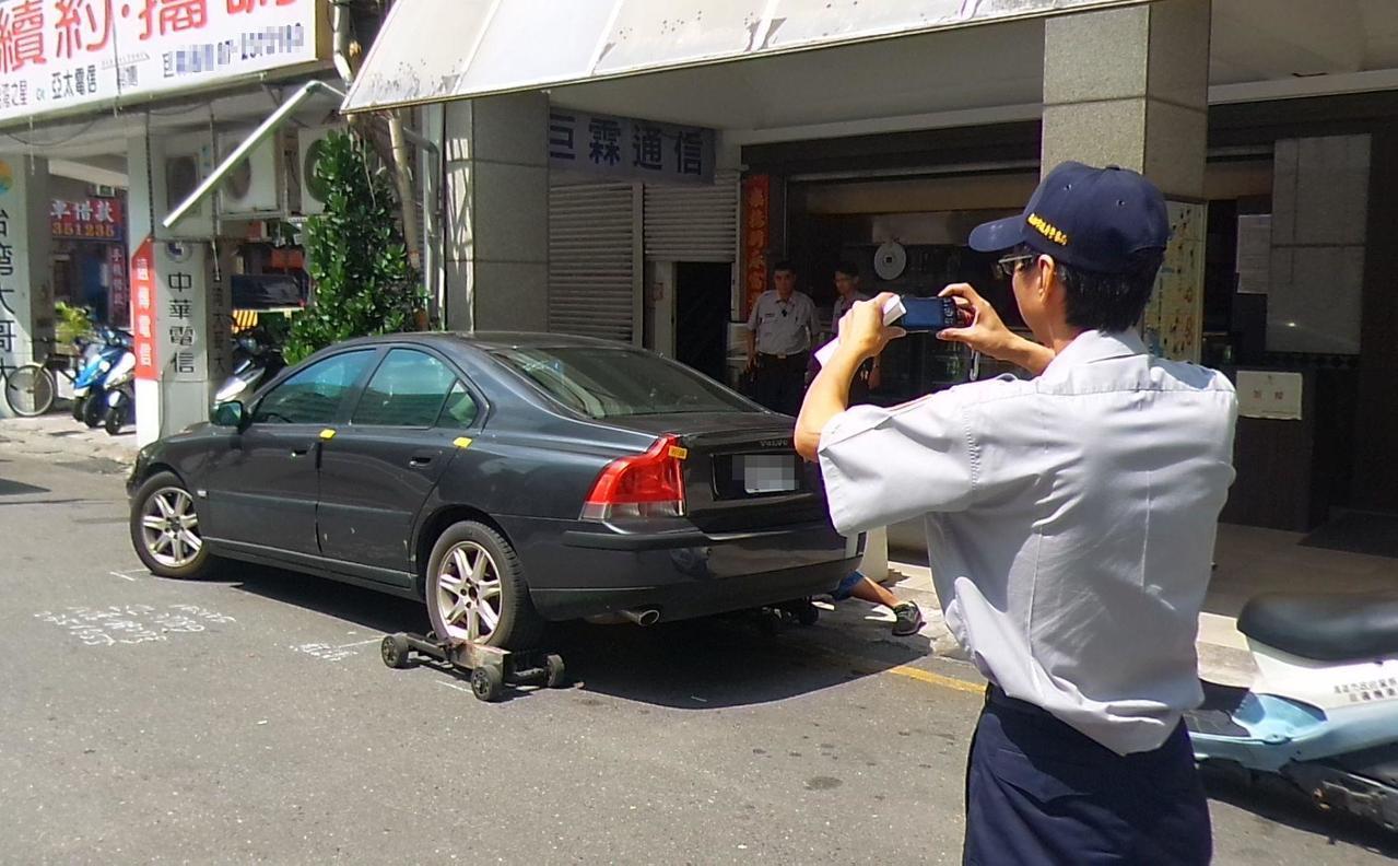 高雄市長韓國瑜要以大數據抓出違規熱點區域,高雄警方統計出鬧區3條路最多。記者林保...