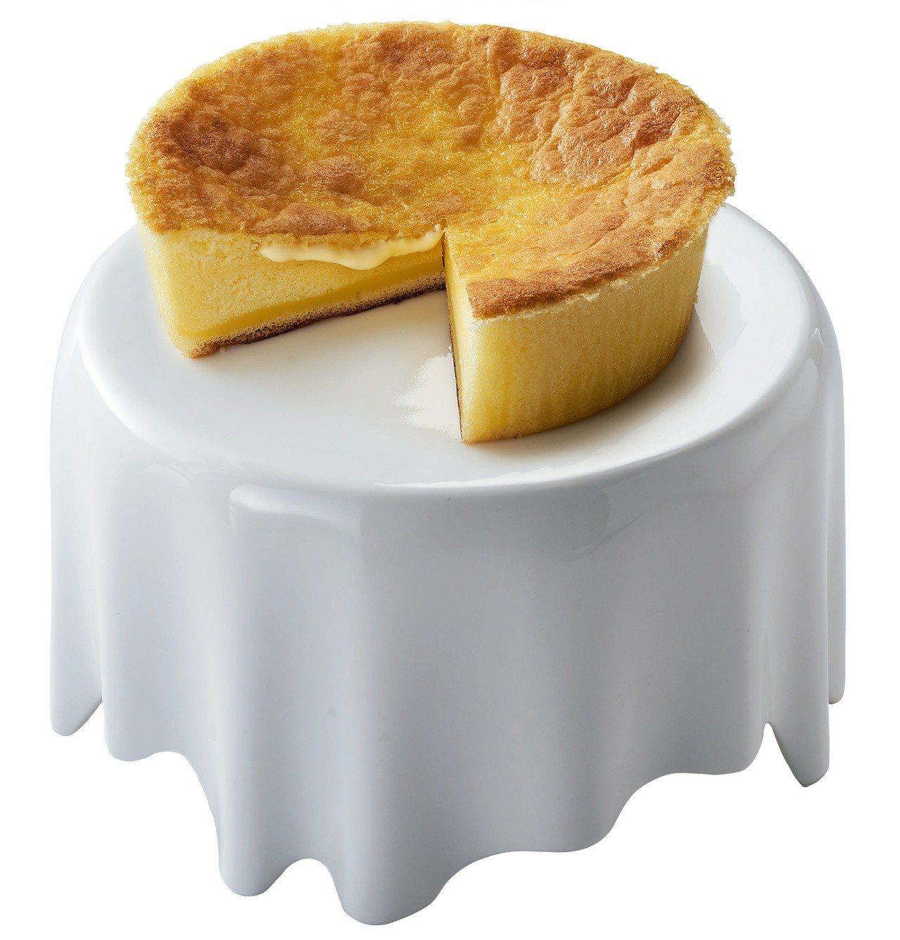 飛燕煉乳半熟凹蛋糕,5.5吋售價250元。圖/7-ELEVEN提供