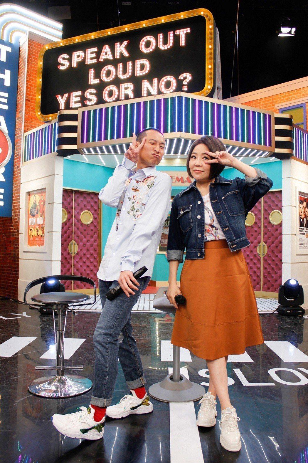 于美人(右)與浩子搭檔主持衛視中文台「請問你是哪裡人」。圖/衛視提供