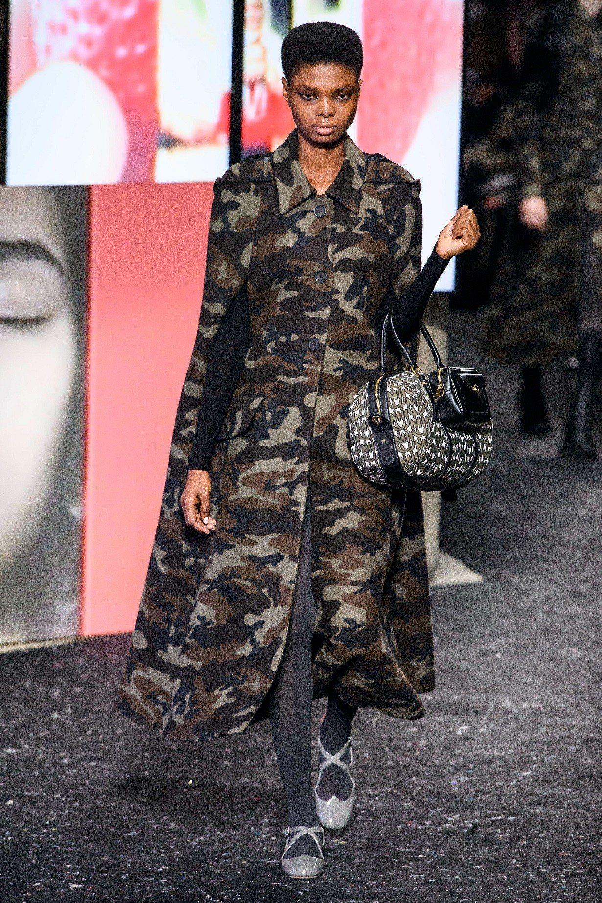 設計師Miuccia Prada表示迷彩(保護色)同時是反叛的象徵也是與大自然的...