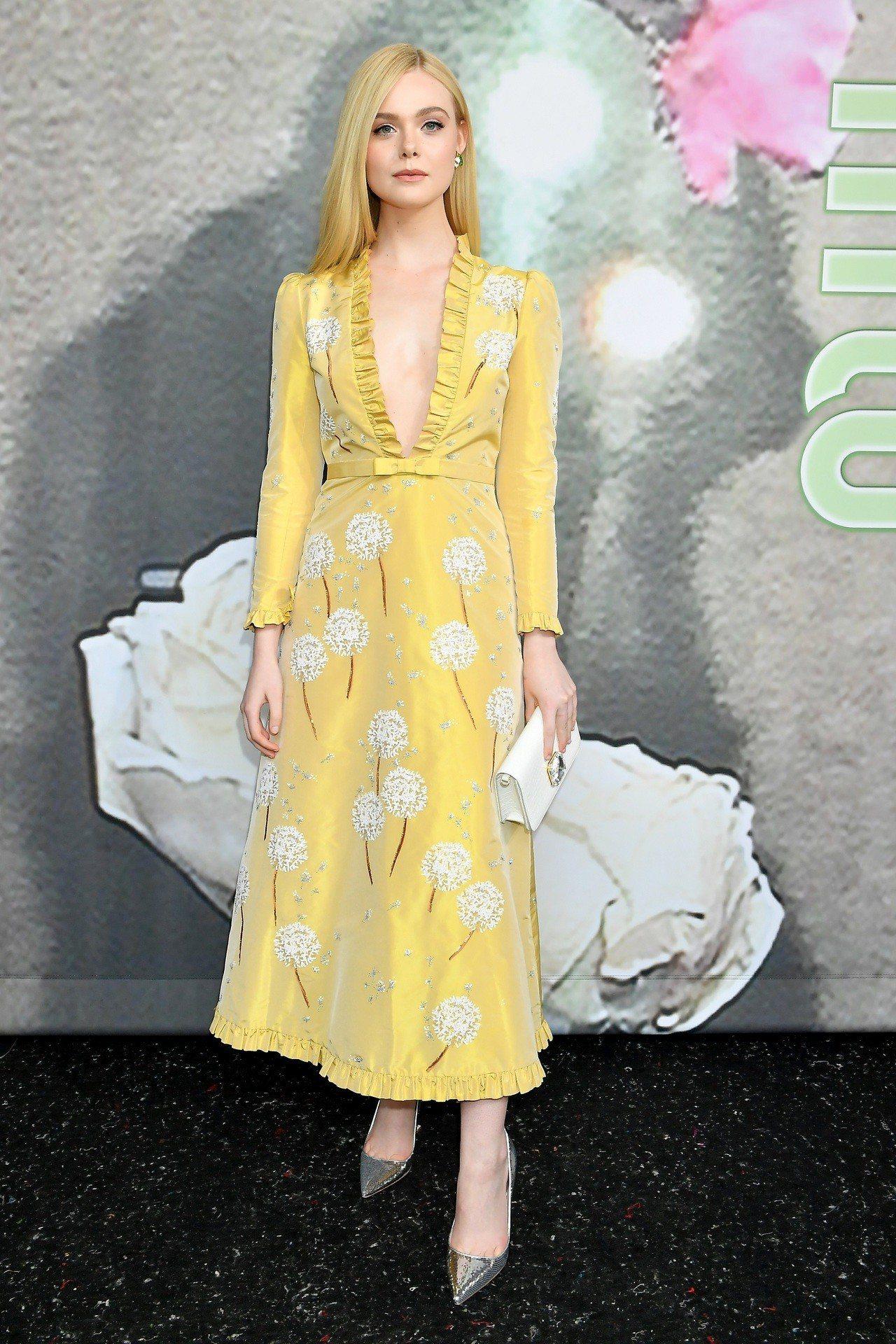 美國演員艾兒芬妮出席MIU MIU2019秋冬服裝秀。圖/MIU MIU提供