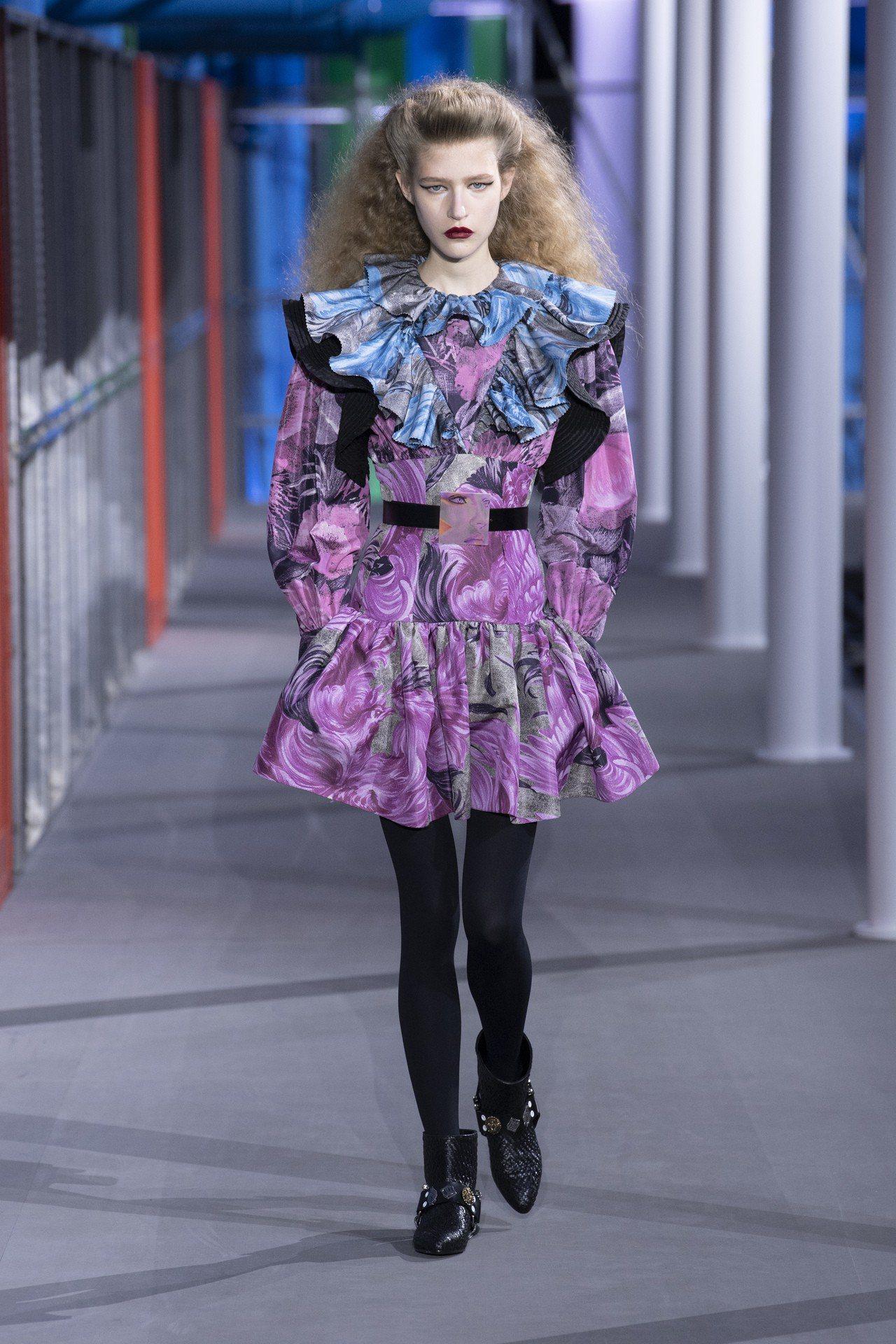 本季女裝印花狂野鮮豔,強調腰線設計。圖/LV提供