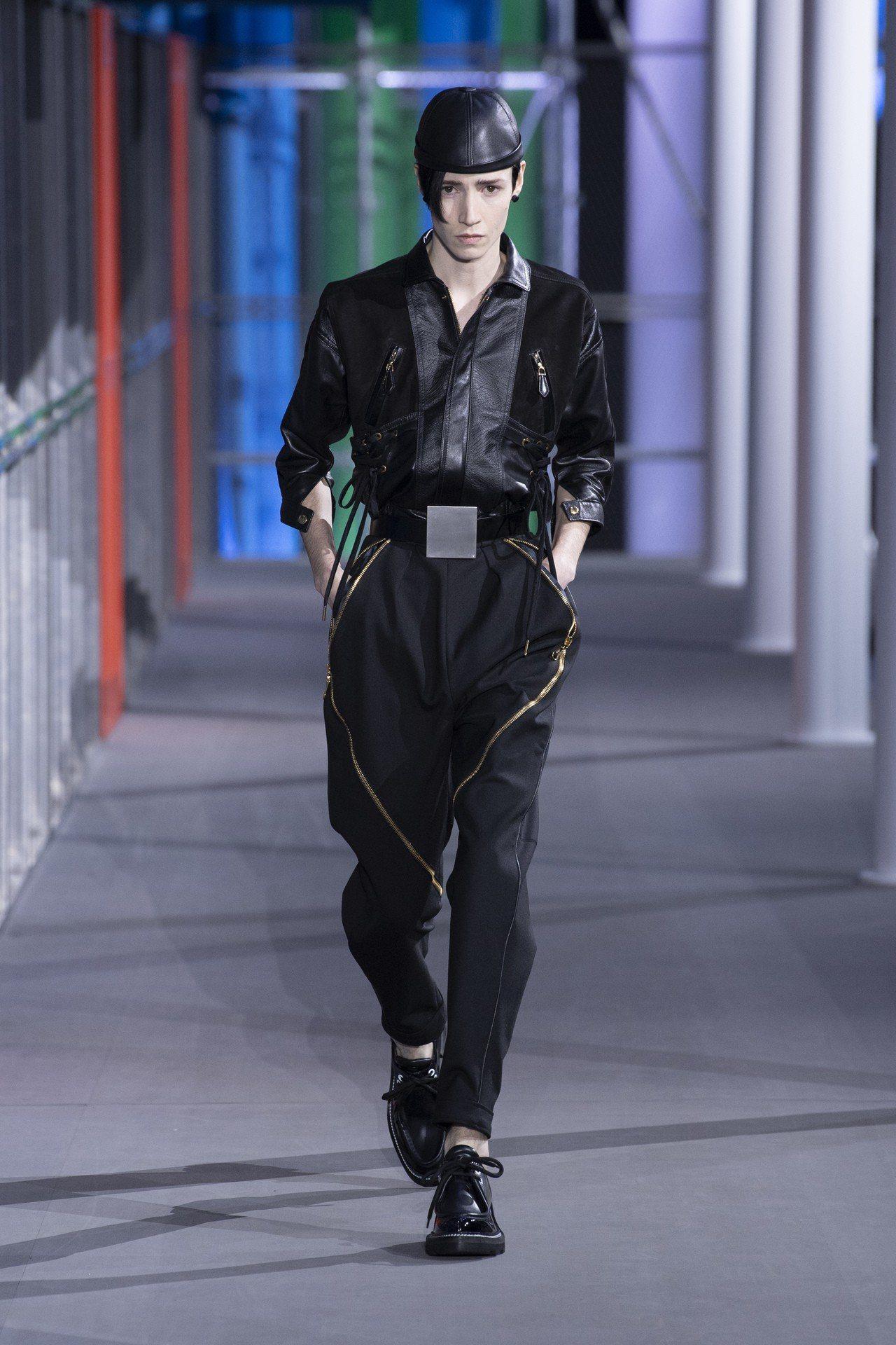 拉鍊飾帶的褲裝是本季超級帥氣的風格表現。圖/LV提供