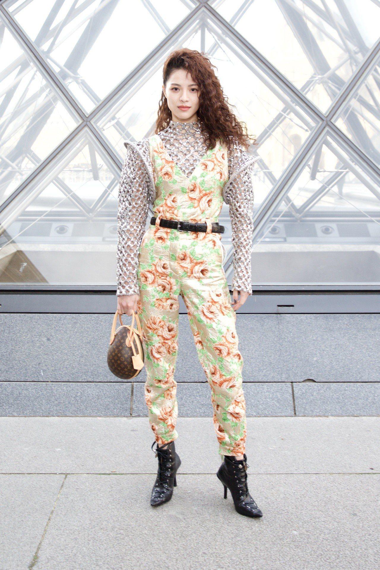 鍾楚曦以未來感為設計概念的2019春夏褲裝出席。圖/LV提供