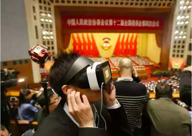 VR眼鏡通過多鏡頭、全方位的拍攝設備,把真實環境數據影射到眼鏡中的「虛擬世界」,...