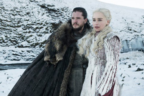 億萬觀眾熱切期待的HBO冠軍大戲「冰與火之歌:權力遊戲」最終季正式預告終於登場,媒體、網友無不放大檢視,試圖從中找到結局的蛛絲馬跡。只見預告一開始就是成為高超殺手的艾莉亞史塔克臉上疑似有血跡、面帶驚...