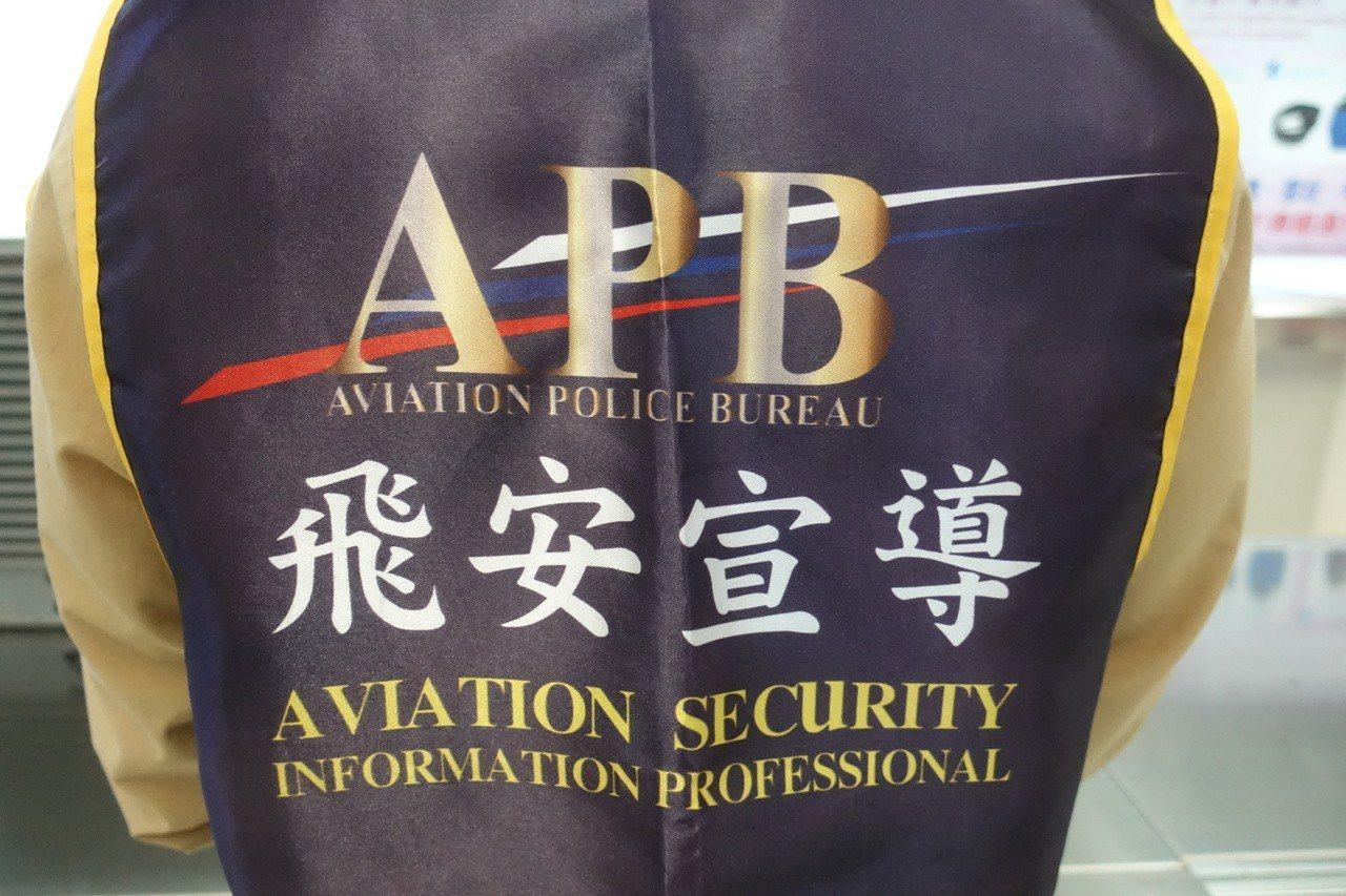 航警局高雄分局替代役男謝孟緯,曾在國際服裝品牌擔任設計師,他結合設計專長,服役期...