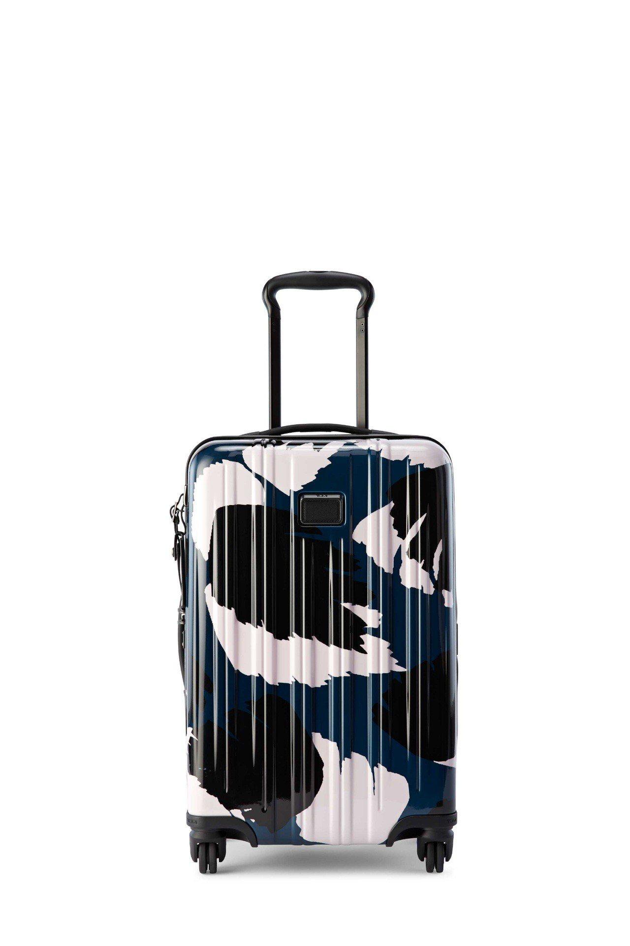 V3系列非洲印花20吋旅行箱,21,700元。圖/TUMI提供