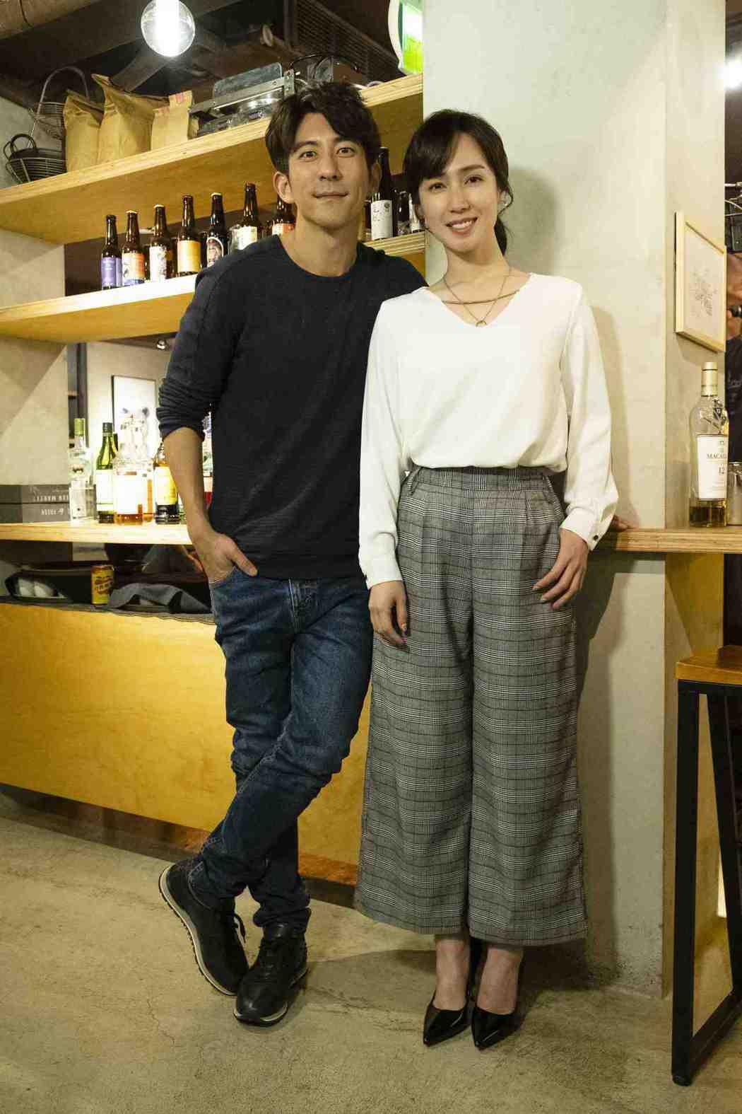 修杰楷(左)與小薰合作「天堂的微笑」。圖/TVBS提供