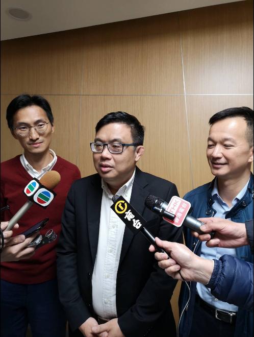 香港立法會民主黨議員涂謹申(中)下午拜會陸委會後表示,將呼籲香港政府儘快和台灣商...