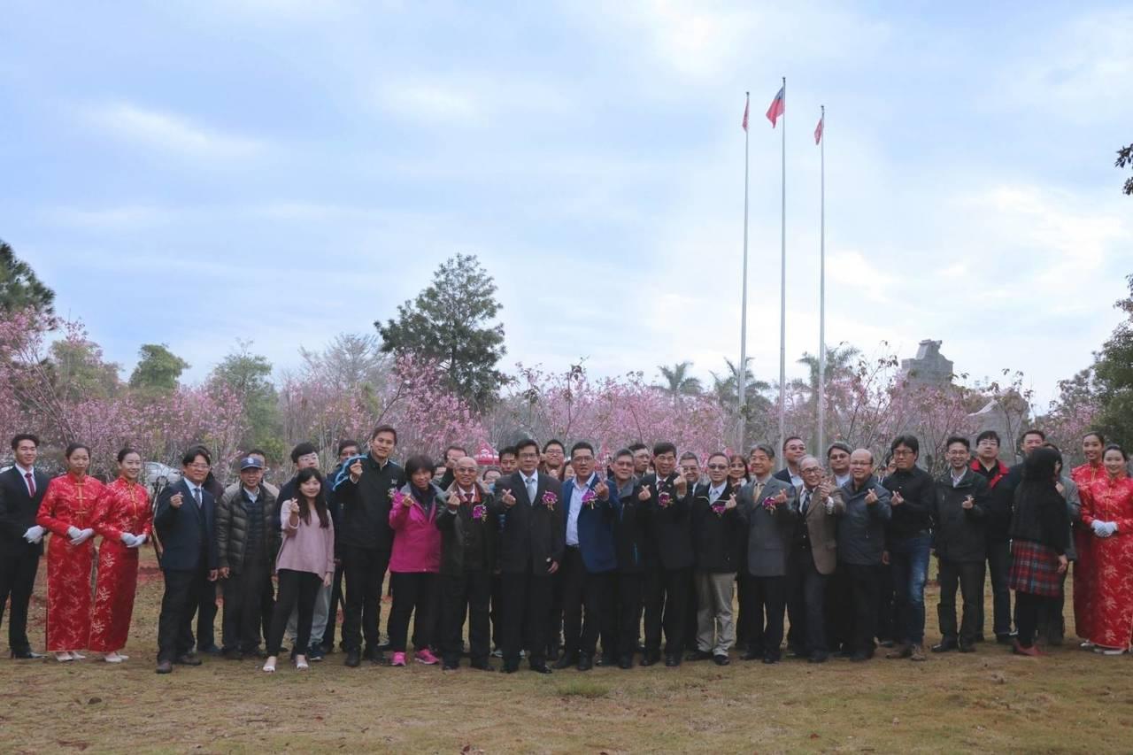 金大辦愛戀櫻花園植樹活動,邀請各界嘉賓和學校師生代表參加盛典,一起種下美麗的櫻花...
