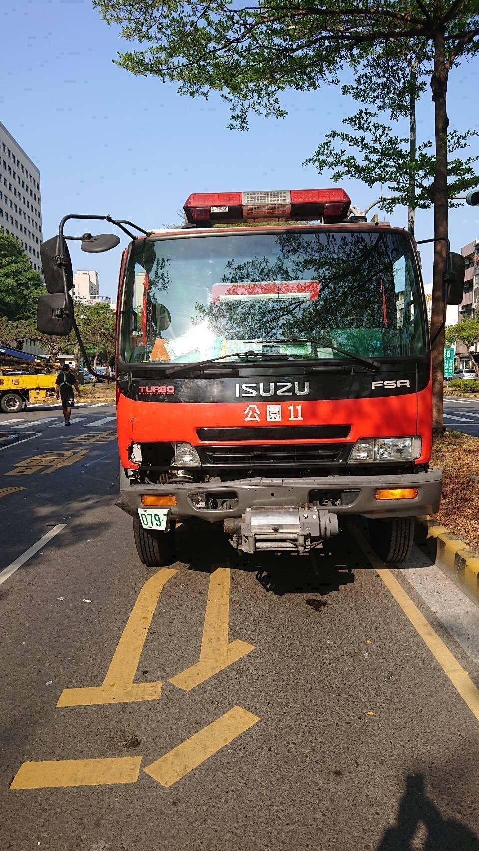 台南消防車與機車擦撞,大學生不幸身亡。記者邵心杰/翻攝
