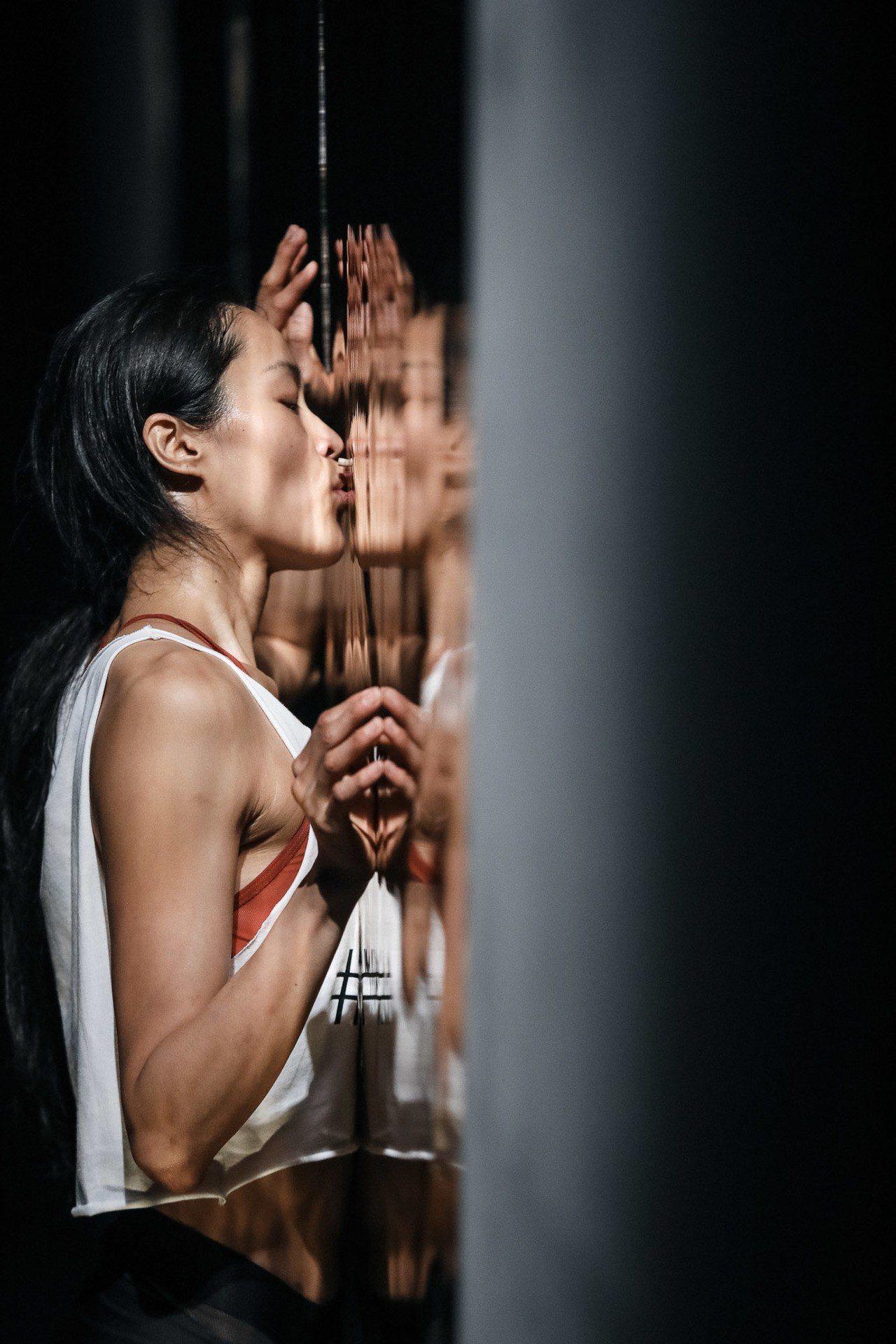 李貞葳透過舞作《不要臉》反思自拍現象。圖/國家兩廳院提供