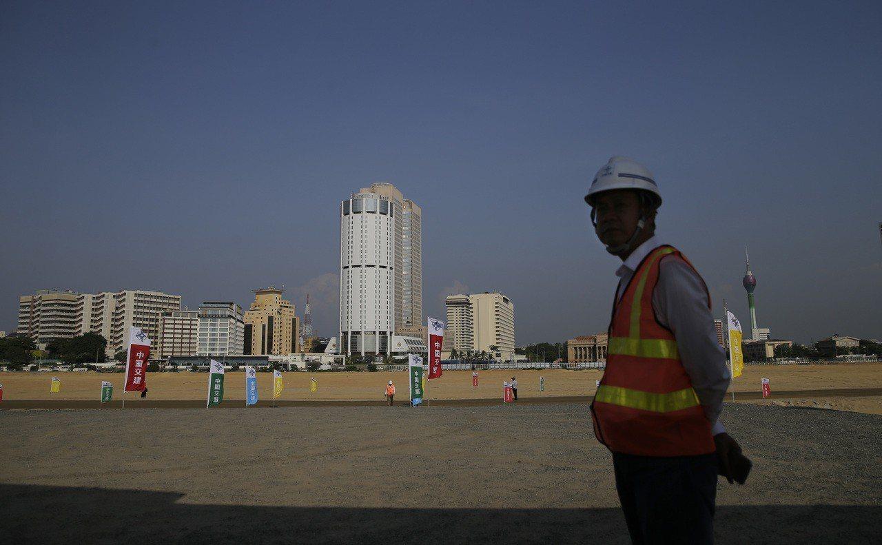 大陸一帶一路計畫中的斯里蘭卡可倫坡港口城建設預定地。美聯社