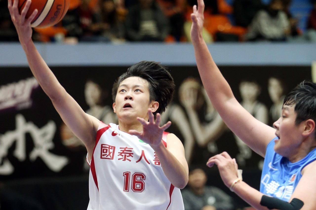 陳薇安此役繳18分、9籃板、3助攻。記者侯永全/攝影