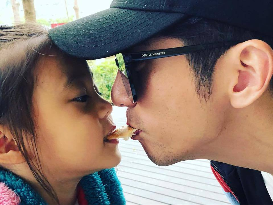 修杰楷與咘咘吻照。圖/摘自臉書