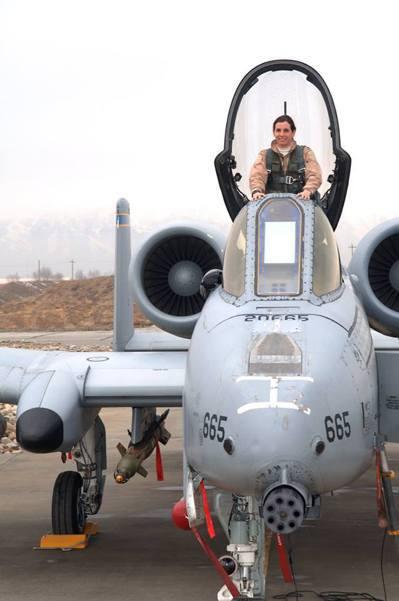 麥克沙利是美國空軍第一位參與戰鬥任務的女飛官。 圖/取自麥莎莉臉書粉專