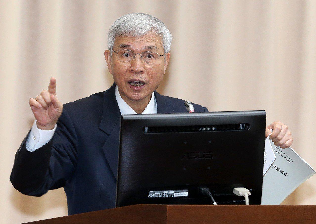 中央銀行總裁楊金龍表示,中國應會延遲人民幣國際化的腳步,尤其中國外匯管制的作法,...