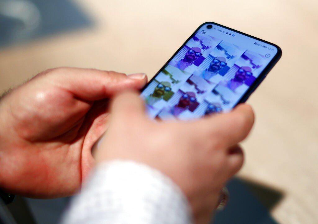 三星Galaxy S10上市以來先後在英美創下同系列手機最高銷售紀錄,最頂級機型...