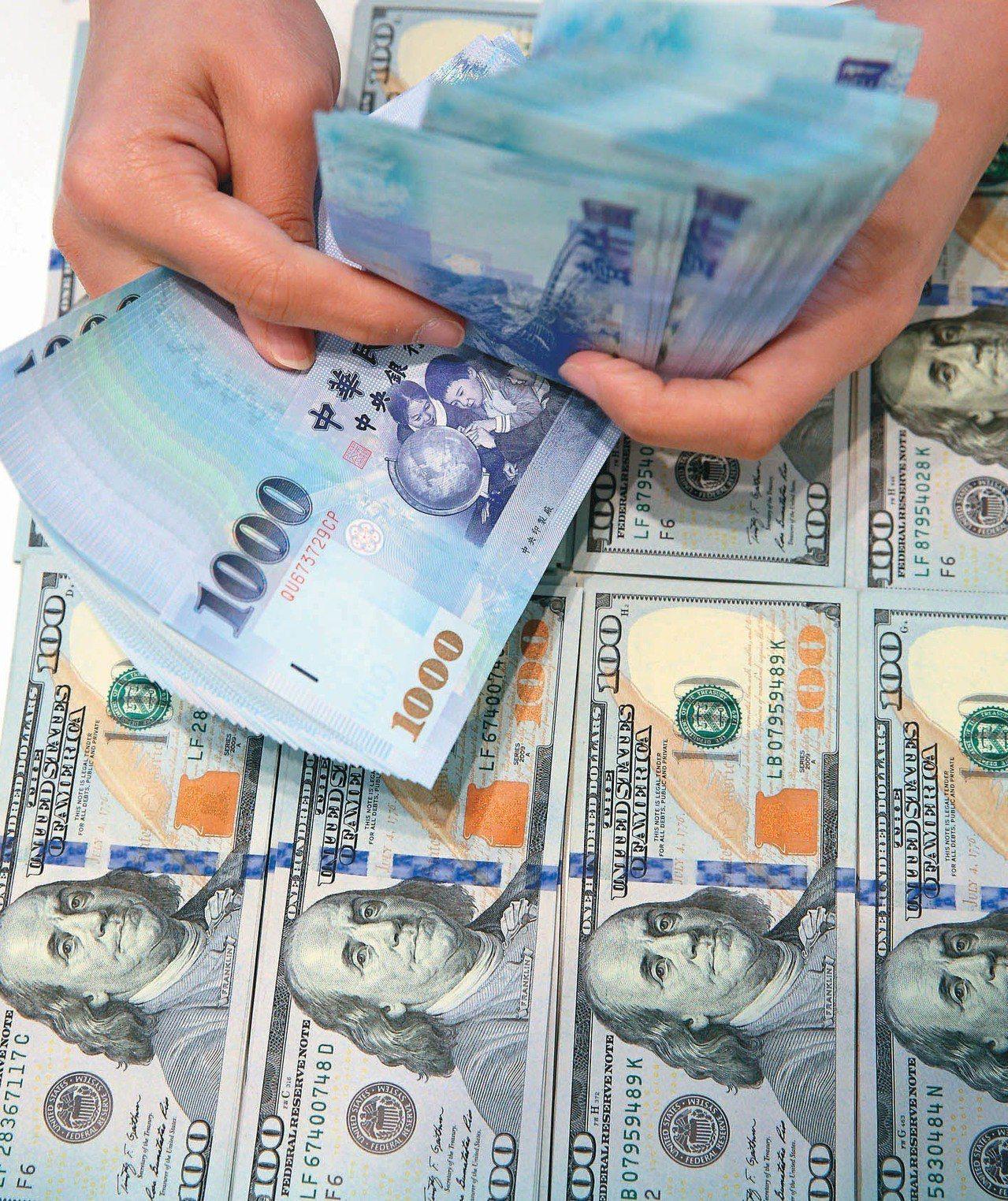 新台幣兌美元今天收盤收30.902元。 聯合報系資料照