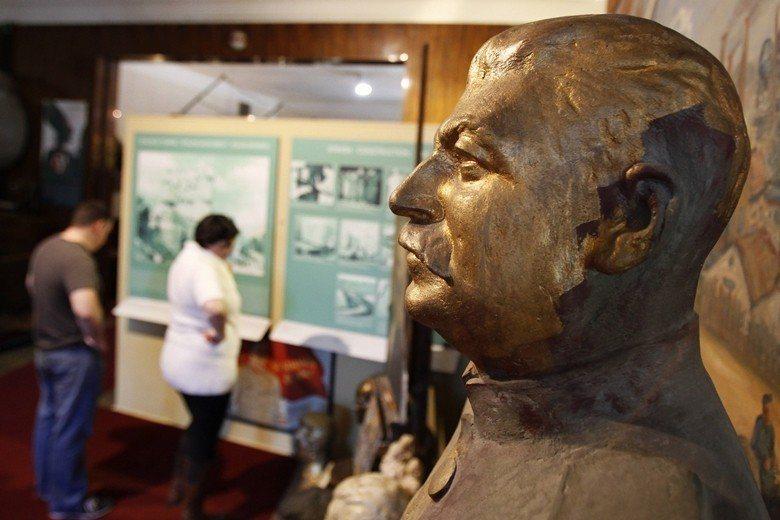 原本雄偉聳立的史達林像,如今被安置在布拉格的共產主義博物館內供民眾參觀。 圖/路...