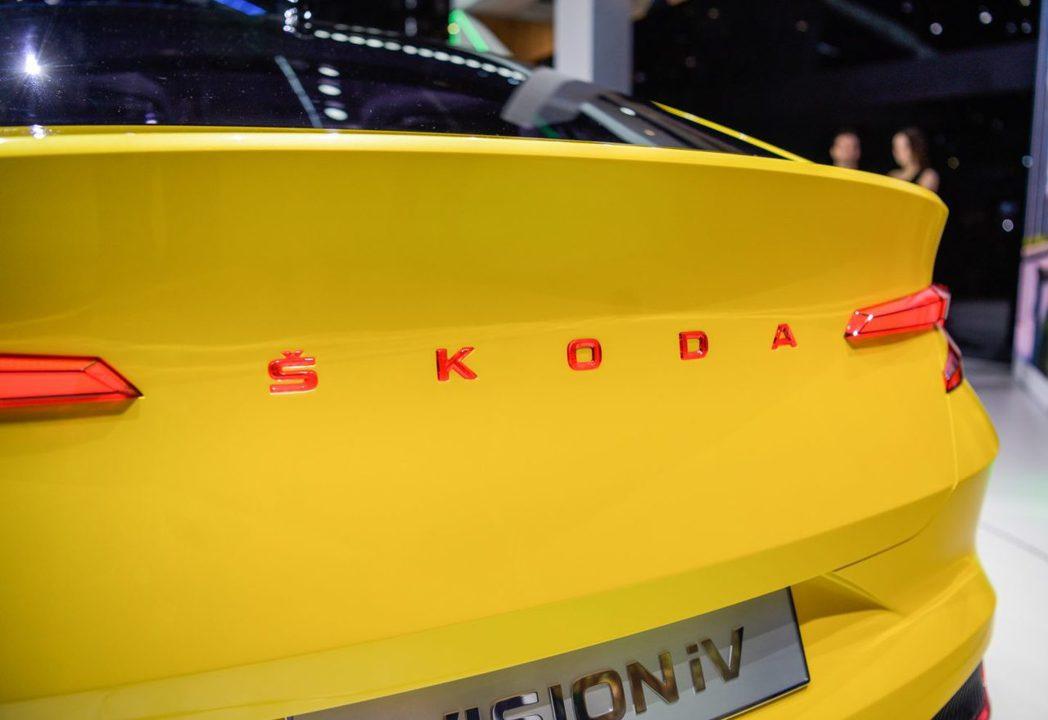 ŠKODA Vision iV車尾也以廠牌名ŠKODA取代旗下現行車款普遍採用的...