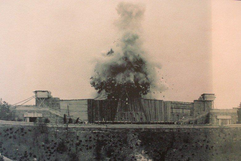 1962年,用了8百公斤的炸藥,將史達林雕像炸毀。 圖/取自Jon's pics...