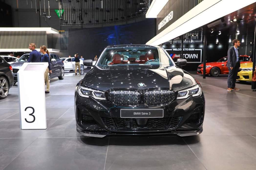 搭載新式M Performance套件的BMW M340i xDrive。 摘自...