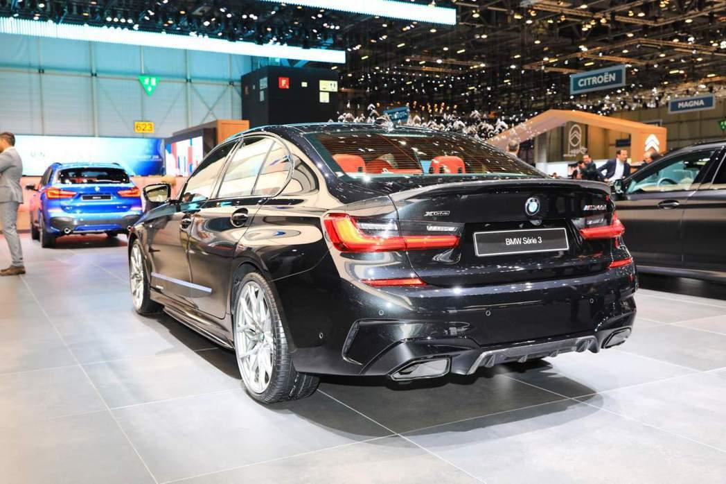全新BMW M340i搭載3.0升單渦輪雙渦流直列六缸汽油引擎,最大馬力可爆發出...