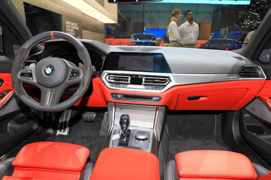 搭載新式M Performance套件的BMW M340i xDrive 內裝很...