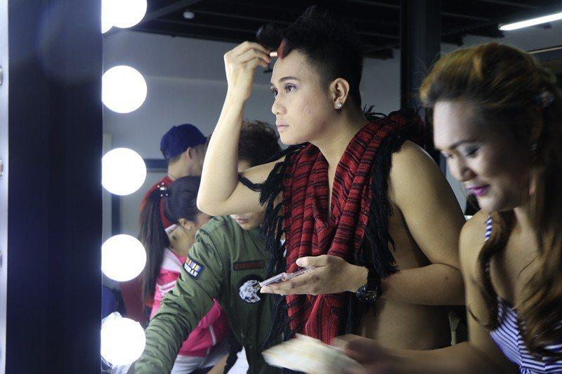 2018年1月,在台LGBT菲律賓移工族群為選美比賽定裝。 圖/聯合報系資料照