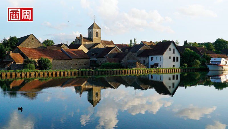 沿著布根地運河旅行,可感受到法國恬靜的田園風貌,品味在地的美酒美食。 攝影/許俊...