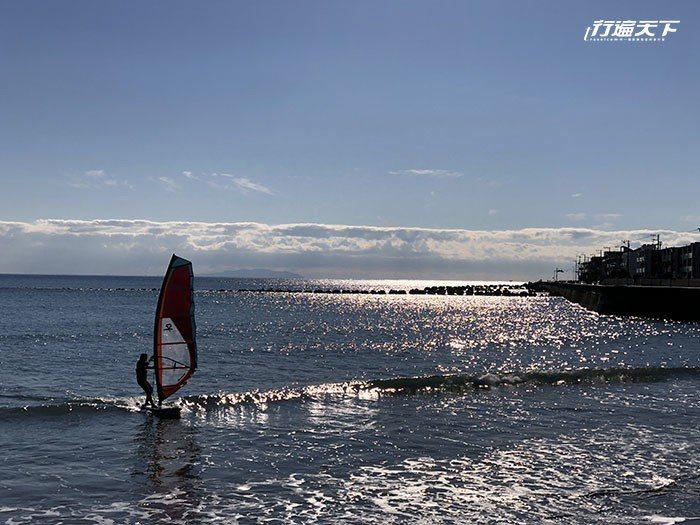 湘南海岸不時能看到風帆,很有休閒度假的慵懶氣氛。