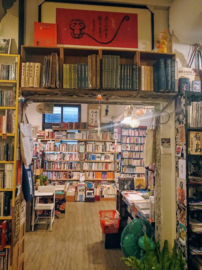 從書牆看過去還是書牆的巧妙空間,讓愛書人心中泛起滿滿的幸福。